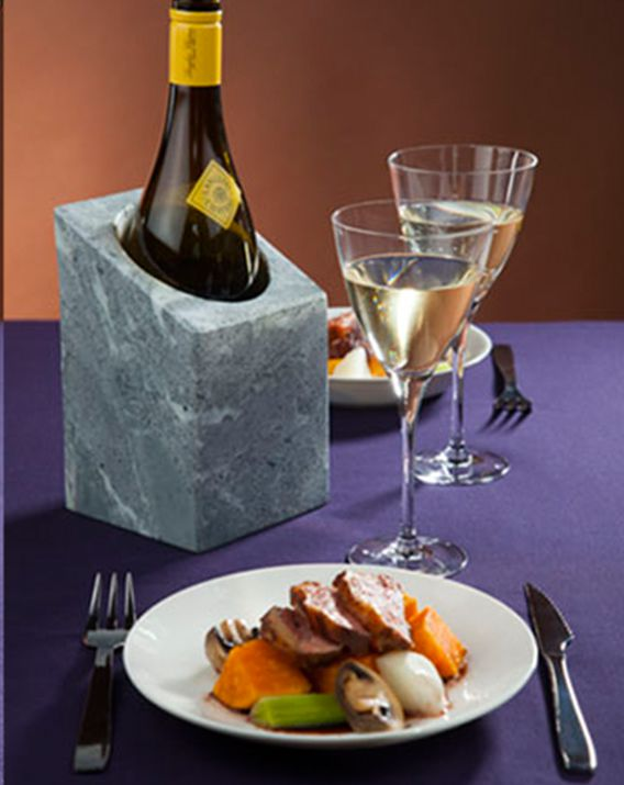 Vinkylare wine cooler on table